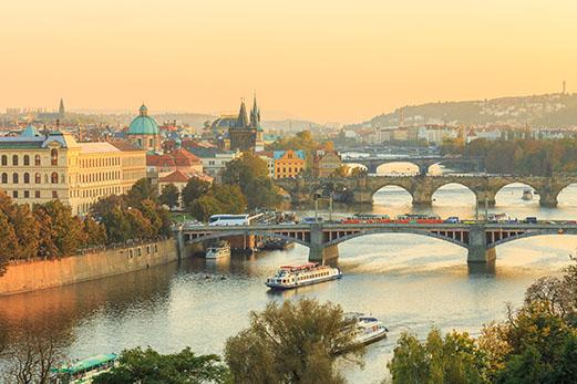 Praha, pohled na řeku